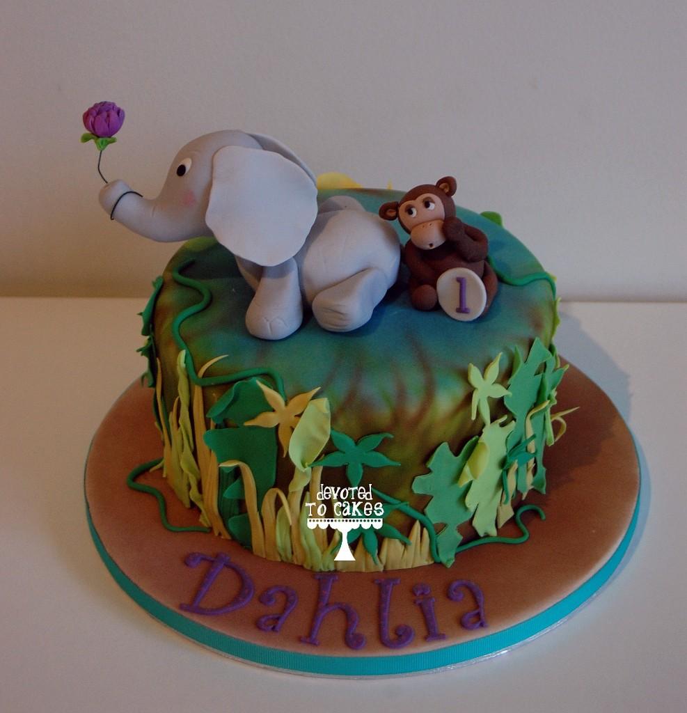 Baby elephant jungle cake